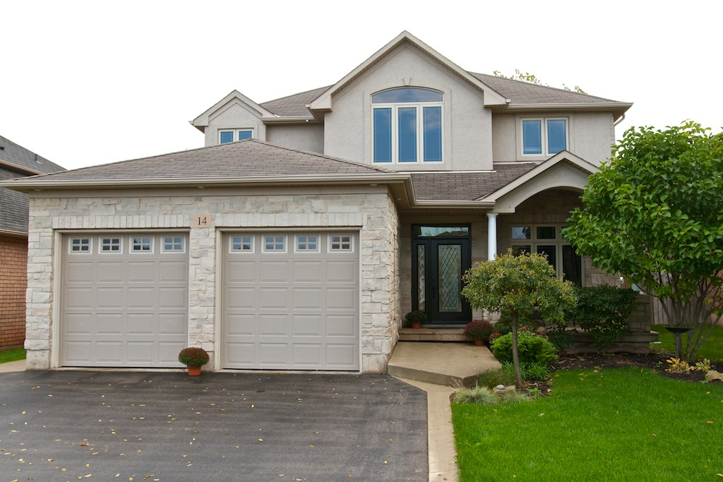 CUSTOM BUILT HOME @ 14 Magnolia Crescent, Grimsby $559,900